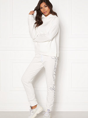 Kendall + Kylie vita byxor K&K W Jogging Script Offwhite