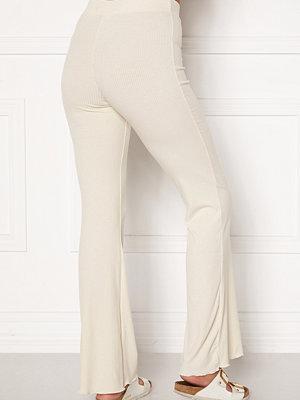 Bubbleroom vita byxor Lykke rib trousers Cream