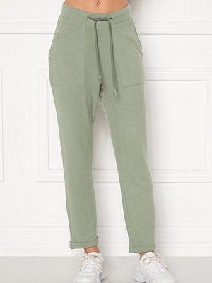 Bubbleroom omönstrade byxor Juno supersoft trousers Green