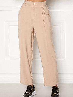 Happy Holly beige byxor Maria straight leg pants