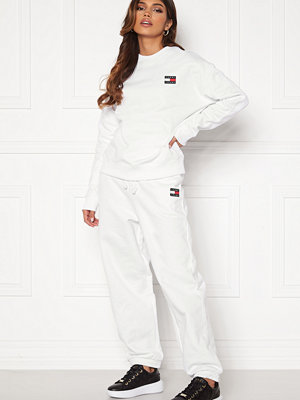 Tommy Jeans vita byxor Relaxed Badge Sweatpant YBR White