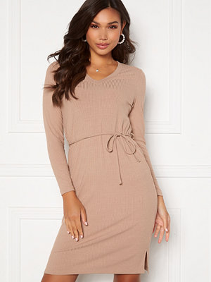 Happy Holly Charlie rib dress Light nougat