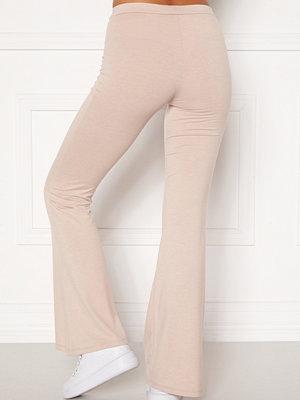 Bubbleroom omönstrade byxor Cozensa trousers Beige melange
