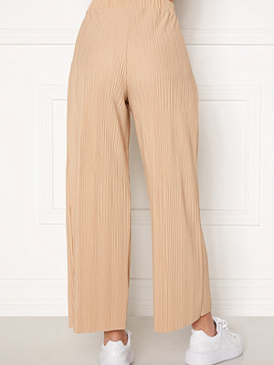 Bubbleroom beige byxor Lola pleated cropped trousers