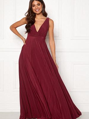 Goddiva Pleated Oscar Maxi Dress Wine