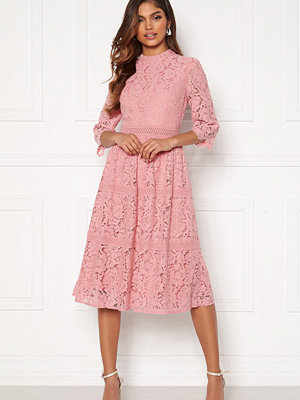Happy Holly Madison lace dress Dusty pink