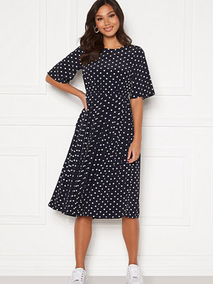 Happy Holly Eloise pleated dress Dark blue / Dotted