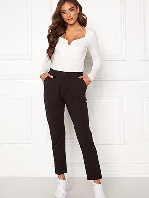 Bubbleroom svarta byxor Bonita soft suit pant Black