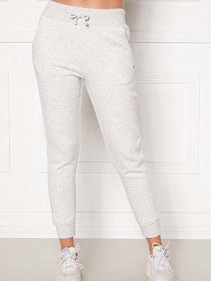 Tommy Jeans vita byxor Classics Sweatpant PJ4 Silver Grey HTR
