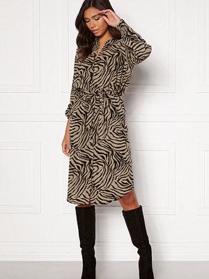 Vero Moda Lisa Graffic Shirt Dress Laurel Oak AOP