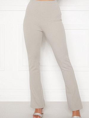 Sara Sieppi x Bubbleroom omönstrade byxor Soft Suit Pants