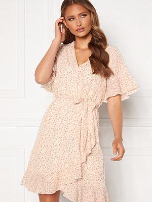 Sisters Point New Greto Dress 117 Cream/Rose Flowe
