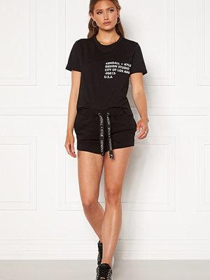 Kendall + Kylie K&K Active Turn Me On Shorts Black