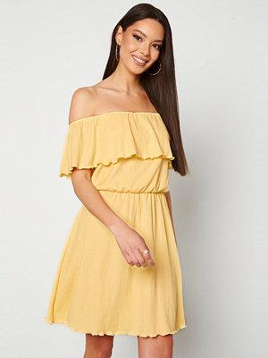 Bubbleroom Eliza offshoulder dress Light yellow