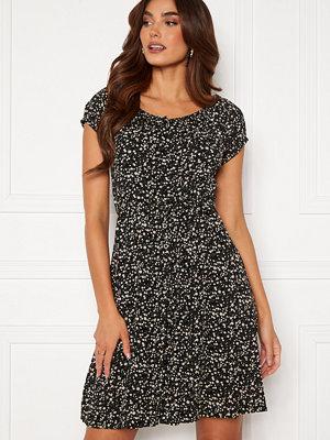 Happy Holly Rebecca flounce dress Black / Patterned