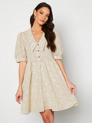 Object Nour 2/4 Dress Sandshell AOP Dot