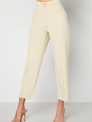 Bubbleroom omönstrade byxor Joanna soft suit pants Light beige