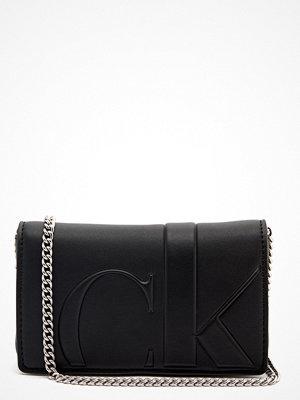 Calvin Klein Jeans svart axelväska Phone Crossbody BDS Black