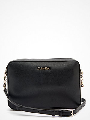 Calvin Klein Jeans svart axelväska Camera Bag Saffiano BAX Ck Black