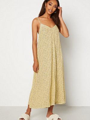 Vero Moda Nora New Singlet Calf Dress French Vanilla AOP N