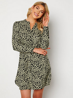Only Cory L/S V-Neck Tunic WVN Seagrass/Animal