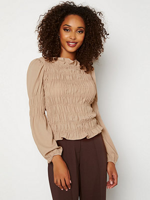 Toppar - Pieces Trish LS Smock Top Simply Taupe