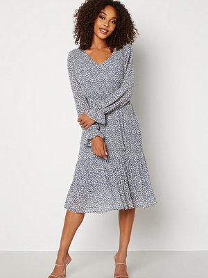 Jacqueline de Yong Emma L/S Pleat Below Knee Dress China Blue AOP White