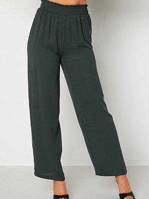 Bubbleroom omönstrade byxor Osita trousers Dark green