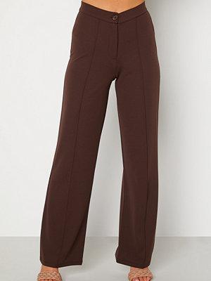 Bubbleroom omönstrade byxor Hilma soft suit trousers Dark brown
