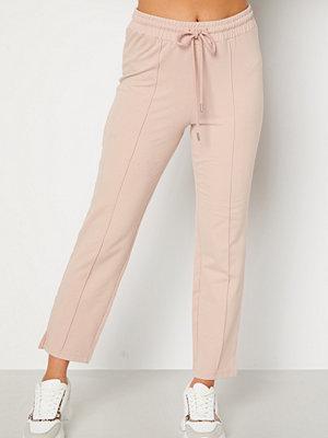 Bubbleroom omönstrade byxor Kehlani soft suit trousers  Light nougat