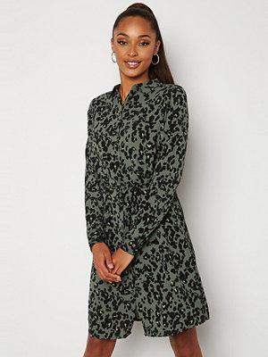 Vero Moda Saga Collar Shirt Dress Laurel Wreath AOP Fe