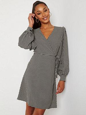 Selected Femme Charlie Short Wrap Dress Black Checks Birch