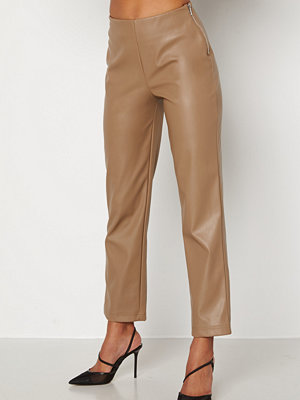 Bubbleroom byxor Pailin cropped PU trousers Brown