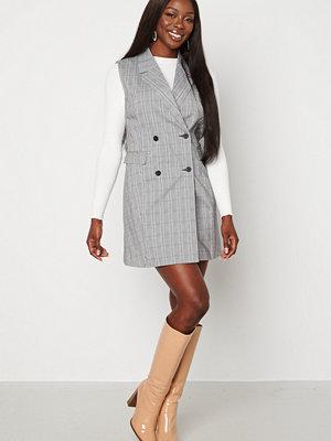 Bubbleroom Nellie blazer vest dress Black / White / Checked