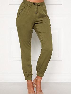 Chiara Forthi omönstrade byxor Nanja trousers Khaki green