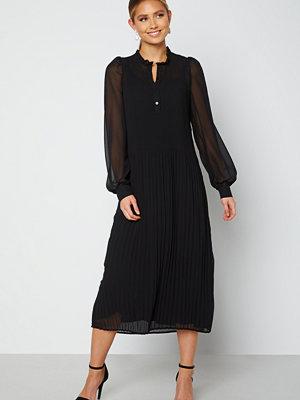 Sisters Point Vikia Dress 000 Black