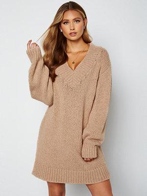 Lojsan Wallin x BUBBLEROOM Chunky knitted sweater dress Light beige
