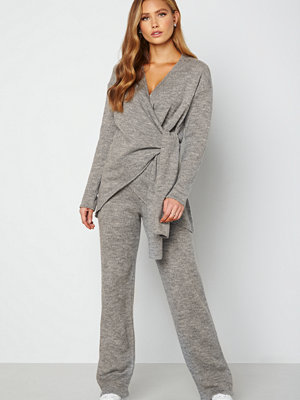 Lojsan Wallin x BUBBLEROOM ljusgrå byxor Knitted wide leg pants Grey