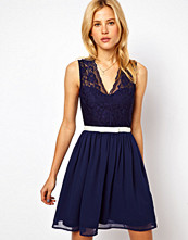Klänningar - ASOS Scalloped Lace Skater Dress