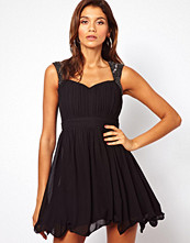 Klänningar - Little Mistress Prom Dress with Embellished Shoulder