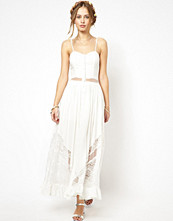 Klänningar - Jarlo Bell Maxi Dress with Lace and Mesh Inserts
