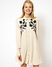 Klänningar - ASOS Swing Dress With Floral Applique And Embroidery