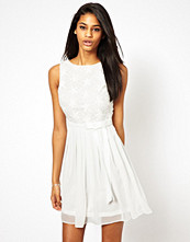 Klänningar - TFNC Dress With Lace Bodice And Bow Waistband