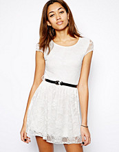 Klänningar - Club L Lace Skater Dress with Belt