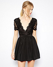 Klänningar - Club L Skater Dress with with Scalloped Lace