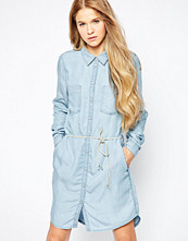 Only Denim Dress With Belt Detail - Light blue