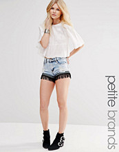 Shorts & kortbyxor - Glamorous Petite Acid Wash Fringed Hem Denim Shorts