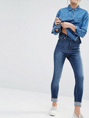 Monki Highwaisted Straight Jean