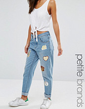 Boohoo Petite Badged Mom Jeans