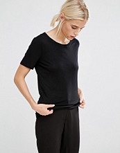T-shirts - Monki Scoop Neck Tee